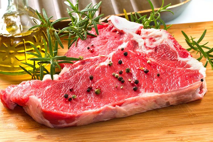 carne-manzo-bovini-bistecca-by-lsantilli-fotolia-750.jpeg
