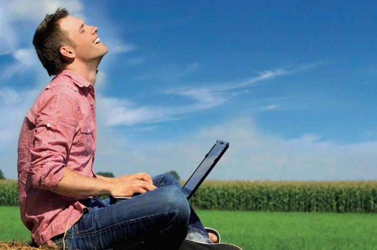 internet-agricoltura-uomo-pc.jpg