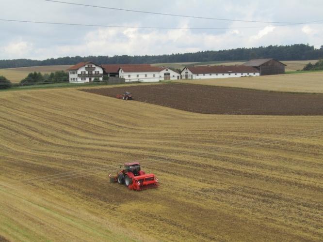 macchine-agricole-in-campo-fonte-michela-lugli-agronotizie.jpg