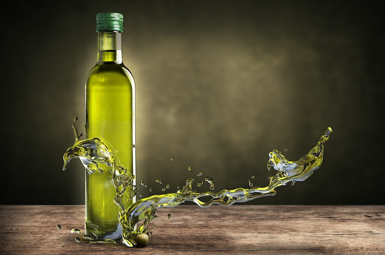 olio-di-oliva-by-giovanni-cancemi-fotolia-750.jpeg