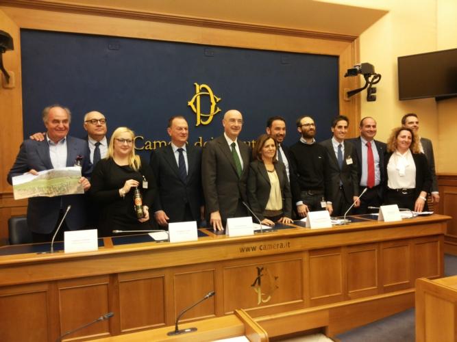 olio-vincitori-15esima-edizione-premio-sirena-d-oro-marzo-2017-fonte-alessandro-vespa.jpg