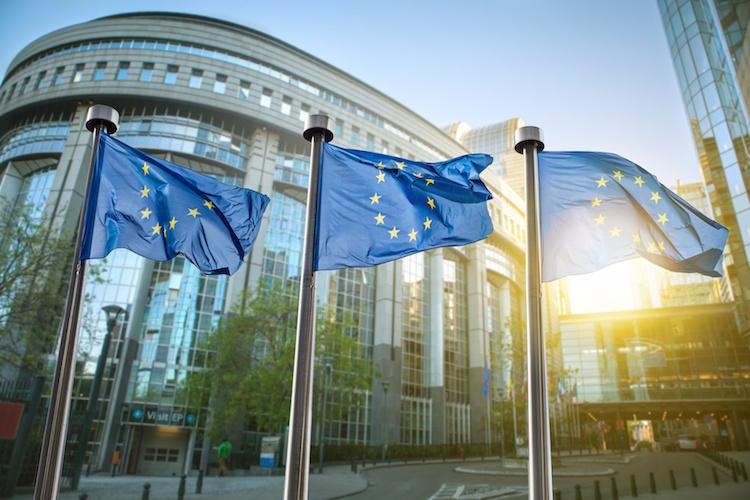 parlamento-europeo-bandiere-europa-by-artjazz-fotolia-750