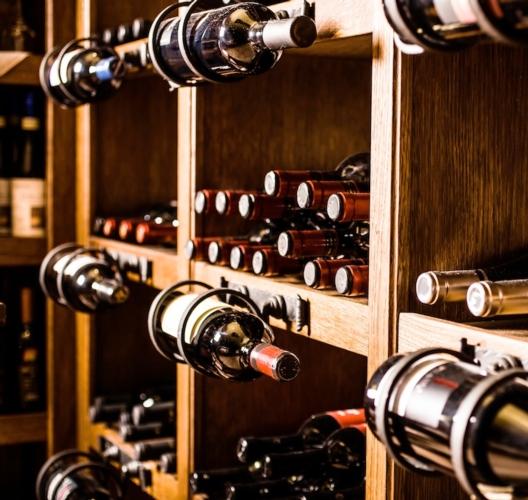 vino-bottiglie-by-minerva-studio-fotolia-750x710.jpeg