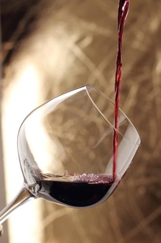 vino-rosso-bicchiere-fotolia-roberta-zanlucchi-fotolia-750x500.jpeg
