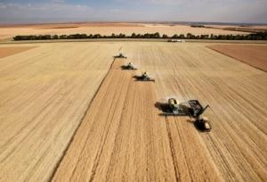 agricoltura-campo-grano-raccolto-trattori-macchine-agricole-tyler-olson-fotolia-4681x3183