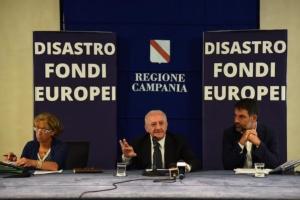 campania-assessore-vincenzo-de-luca-conferenza-stampa-napoli-disastro-fondi-europei-29lug15