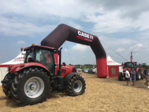 Red Summer Tour 2017, Case IH porta in campo i suoi trattori