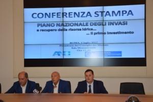 conferenza-stampa-piano-nazionale-invasi-sx-gargano-d-angelis-vincenzi-fonte-vespa-alessandro