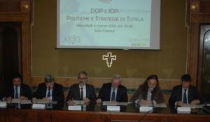 dop-e-igp-politiche-e-strategie-di-tutela-4mar15-tavolo-relatori-fonte-alessandro-vespa-agronotizie