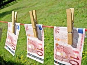 eurobanconotebucato-images-money