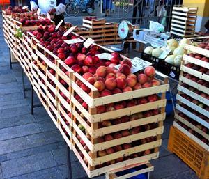 mercato-ortofrutta-pesche-banco-imola-by-il-cs-2011-2