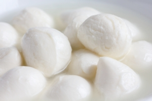 mozzarelle-mozzarella-by-movingmoment-fotolia-750