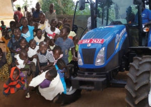 """New Holland dona un TD5 per il """"Progetto Uganda"""""""