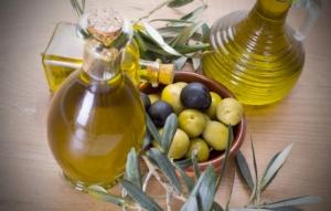 olio-oliera-olive-by-tetxu-fotolia-7501