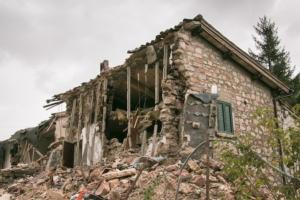 terremoto-centro-italia-casa-zona-rossa-visso-by-buffy1982-fotolia-750