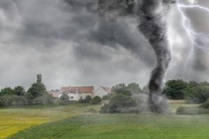 uragano-tornado-maltempo-tromba-d-aria-ciclone-by-vchalup-fotolia-750