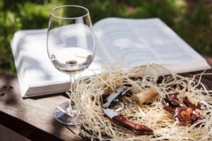 vino-libro-universita-master-formazione-enologia-by-ilshat-fotolia-7501