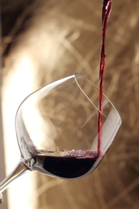 vino-rosso-bicchiere-fotolia-roberta-zanlucchi-fotolia-750x500