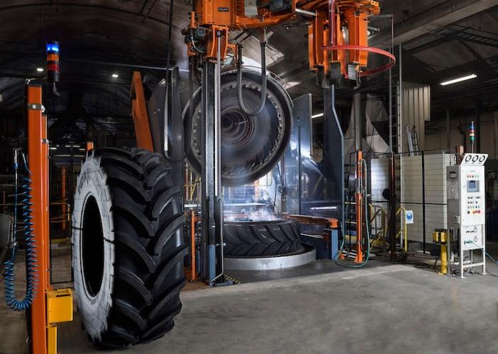 01apollo-vredestein-new-104-inch-tyre-press-enschede-nl.jpg