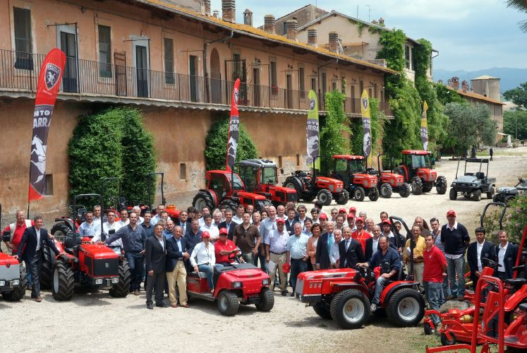 Tigri senza frontiere il road show di antonio carraro for Forum trattori carraro