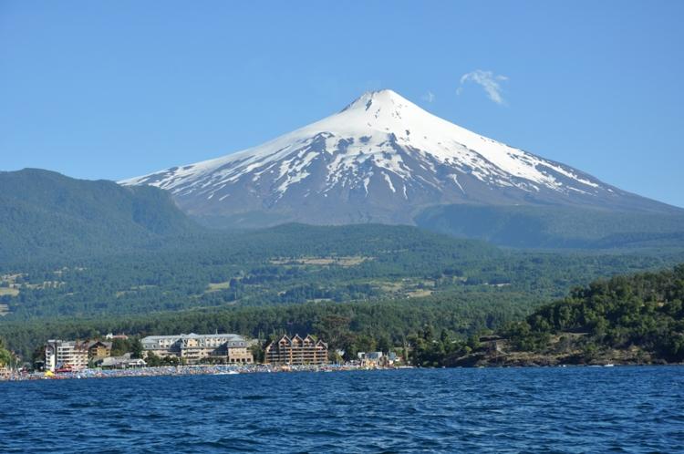 Vulcano-Volcan-Villarica-Pucon-Chile-Mare-Sea