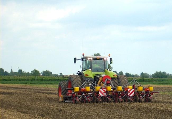 agricoltura-blu-agricoltura-conservativa-trattore-lavorazione-terreno-varie-by-agronotizie600