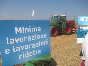 'Agricoltura blu', reportage fotografico dedicato all'agricoltura conservativa