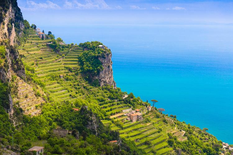amalfi-costa-costiera-amalfitana-campania-limoni-paesaggio-by-jsk12-adobe-stock-750x500