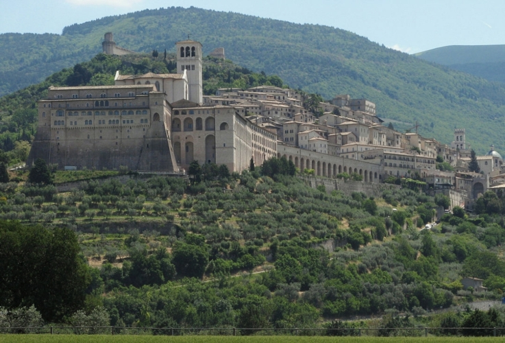 assisi-paesaggio-by-magalex-wikipedia-jpg