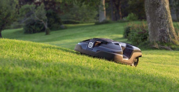nuovo automower 315 husqvarna compatto e versatile agronotizie agrimeccanica. Black Bedroom Furniture Sets. Home Design Ideas