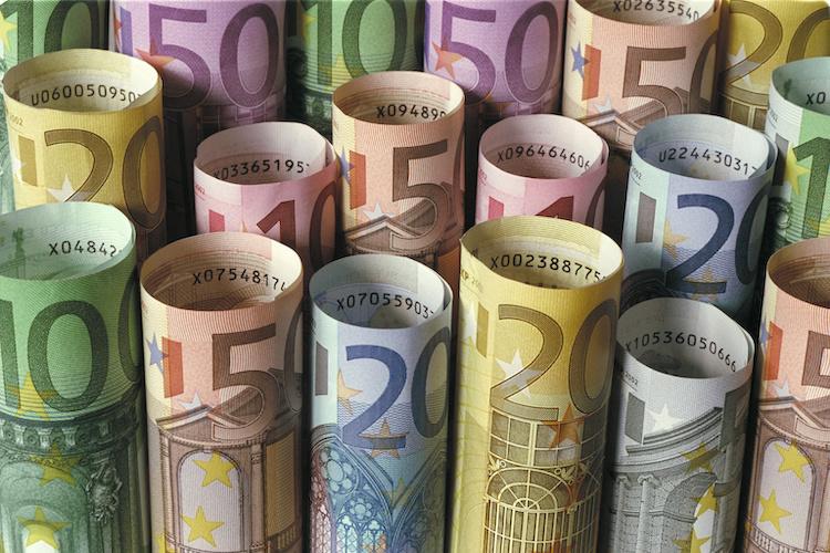 banconote-arrotolate-soldi-euro-by-nmann77-adobe-stock-750x500