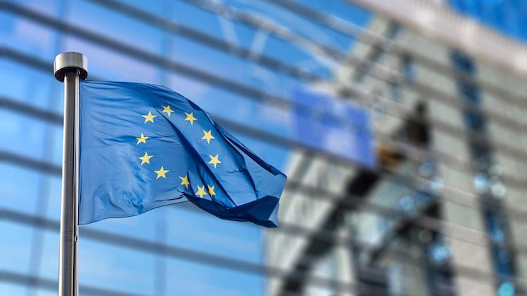 bandiera-europea-parlamento-europeo-unione-europea-europa-by-artjazz-adobe-stock-750x422