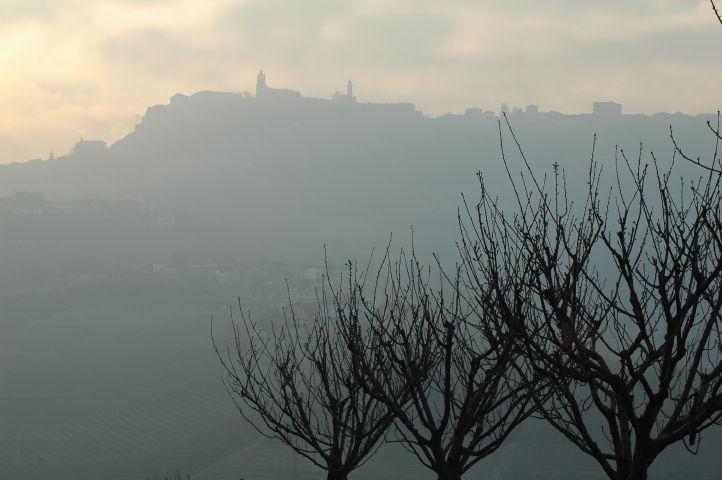 barolo-la-morra-cantina-viaggi-fantic-nebbia-1.jpg