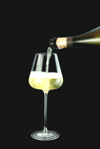 bicchiere-vino-spumante-fonte-consorzio-garda-doc.jpg