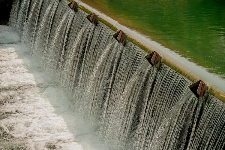 canale-acqua-irrigazione-by-pierluigipalazzi-fotolia-750.jpeg