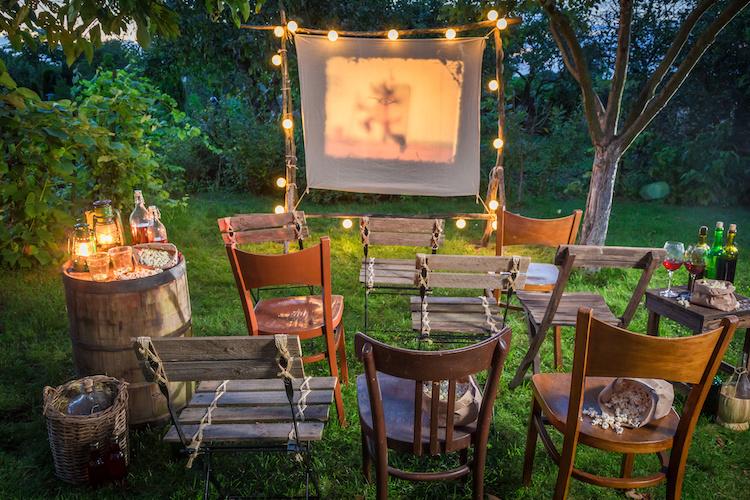 cinema-vino-proiettore-by-shaiith-adobe-stock-750x500.jpeg