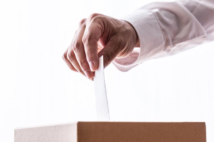 commenting-period-rs-normativa-votazione-voto-urna-mano-by-aijiro-fotolia-750.jpeg