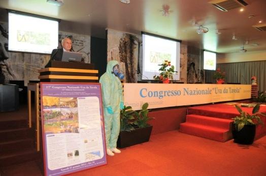 congresso-uva-da-tavola-2014-bari-fonte-mario-colapietra-1.jpg