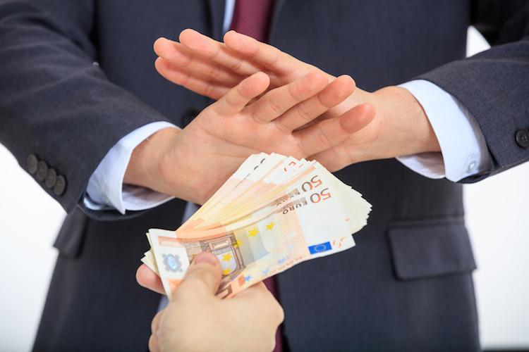contanti-divieto-soldi-banconote-rifiuto-by-rawf8-fotolia-750.jpeg