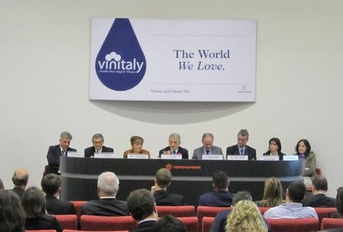 convegno-vinitaly-vino-sostenibile-clini-gullini-26marzo2012.jpg