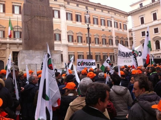 copagri-sit-in-protesta-contro-imu-roma-camera-deputati-25feb15