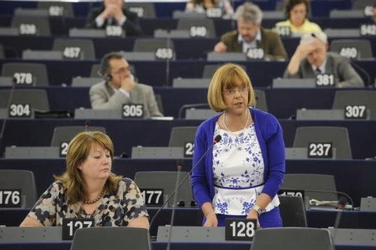 costello-emer-gruppo-alleanza-progressista-socialisti-democratici-pe-sessione-plenaria-aiuti-agli-indigenti-fonte-parlamento-europeo