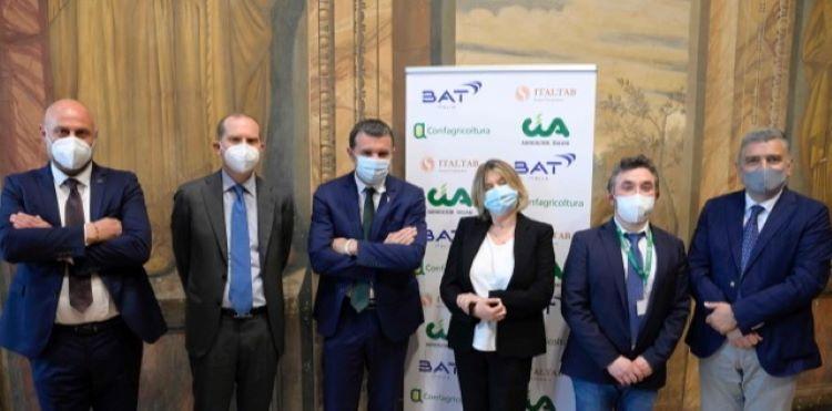 da-sinistra-ii-giansanti-iii-sottosegretario-centinaio-iv-palazzetti-di-batcia-13-mag-2021
