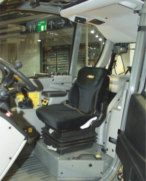 dieci-interno-cabina-sollevatore-agritechvs-32-7-macchine-trattori