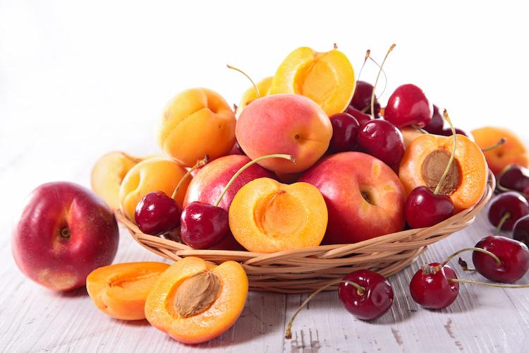 drupacee-albicocche-pesche-ciliegie-frutta-estiva-by-m-studio-adobe-stock-750x500