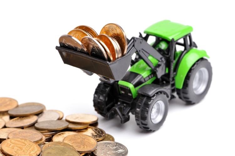 finanziamenti-agricoli-trattore-monete-soldi-macchine-agricole-by-sergey-skleznev-adobe-stock-750x499.jpeg