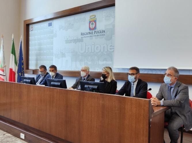 firma-accordo-di-programma-rifiuti-28-set-2021-regione-puglia