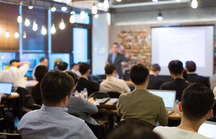 formazione-aula-insegnamento-lezione-studenti-by-right-3-adobe-stock-750x483