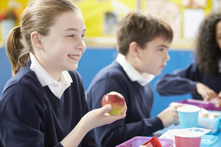 frutta-scuole-bambini-alimentazione-by-monkey-business-fotolia-750.jpeg
