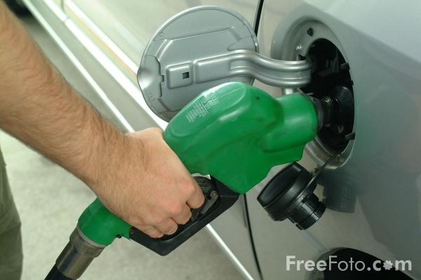 fuel-caro-gasolio-benzina-freefoto